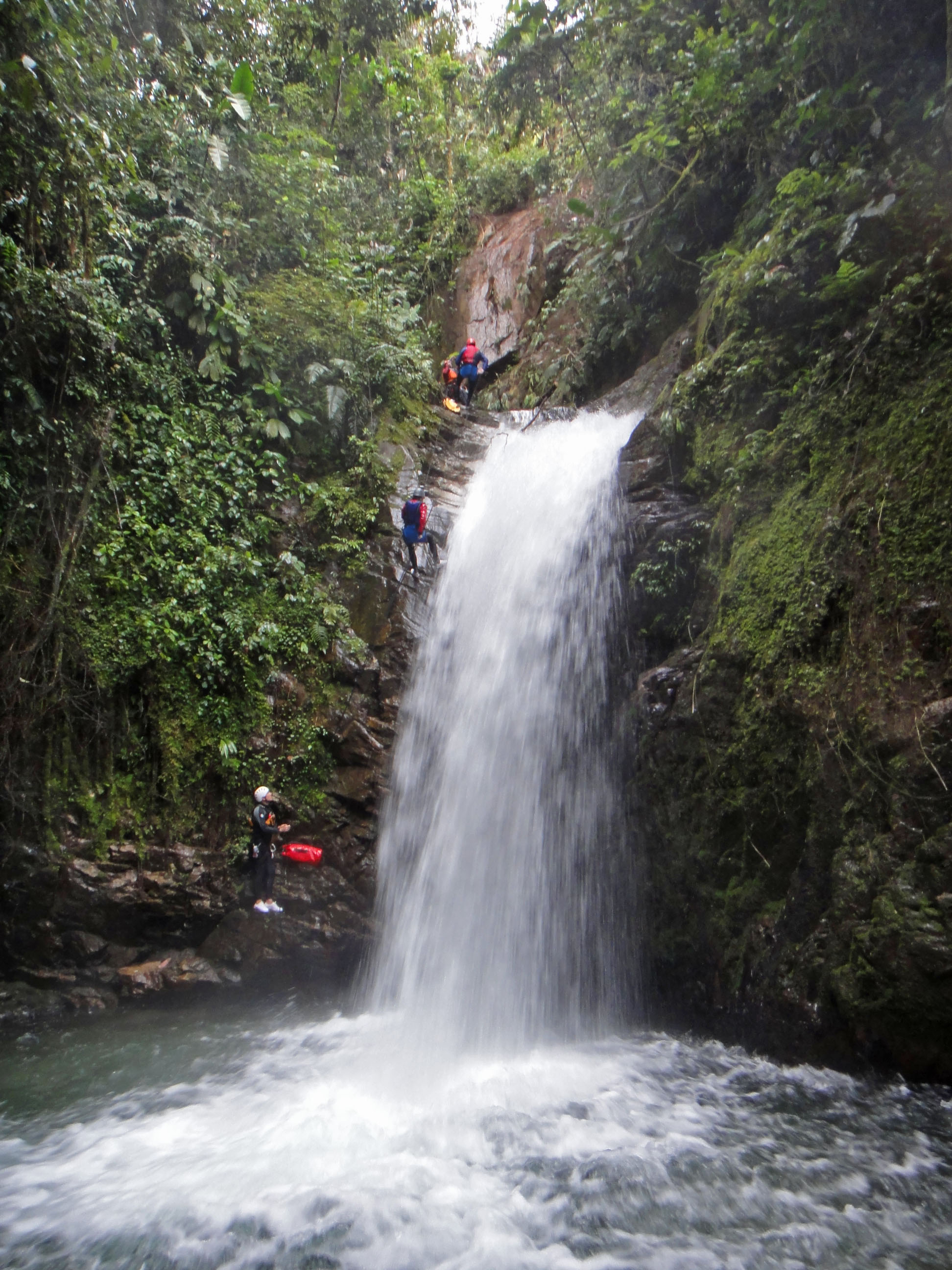 Canyoning in rio verde fromalaskatobrazil for Pictures of small waterfalls